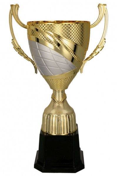 Puchar z czerwonymi zdobieniami