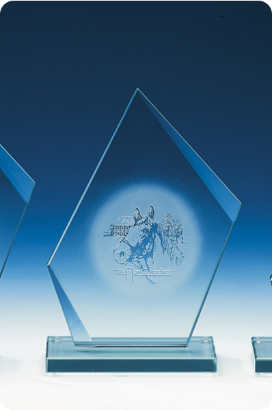 Trapezowa elegancka statuetka szklana
