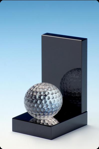 Piłka golfowa na postumencie