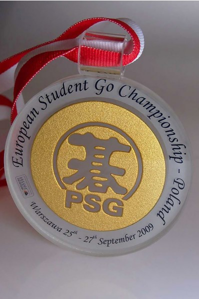 Medal o tradycyjnym kształcie