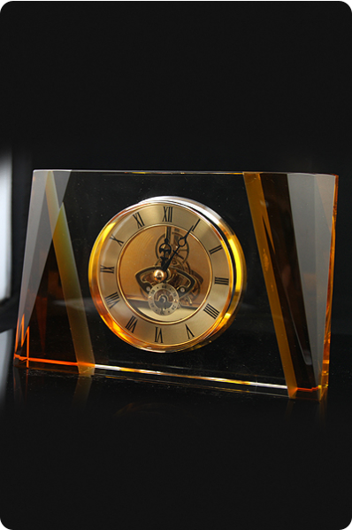 Kryształowy masywny zegar