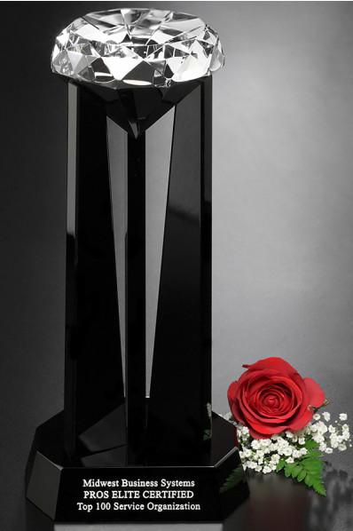 Statuetka szklana z diamentem